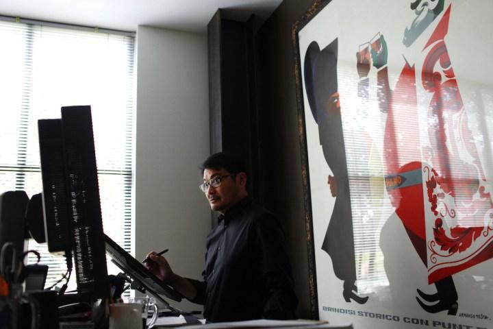 Ronnie Del Carmen Profile DisneyExaminer Pixar Desk Working