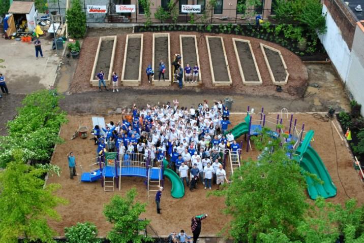 east-harlem-community-garden-volunteers-3