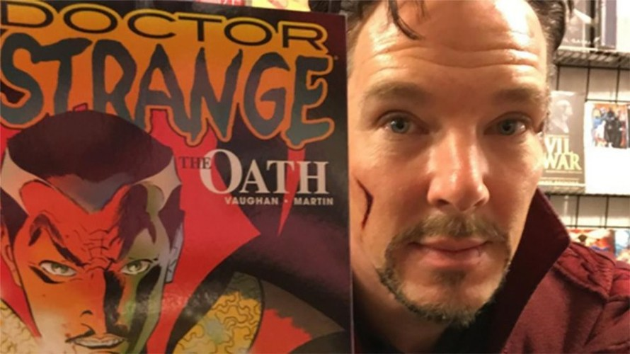 Benedict_Cumberbatch_Doctor_Strange_comic_book_store