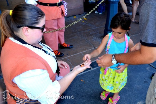 disney-pin-trading-my-daughters-fun-first-experience-5