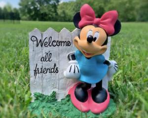 Minnie Welcome Garden Statue