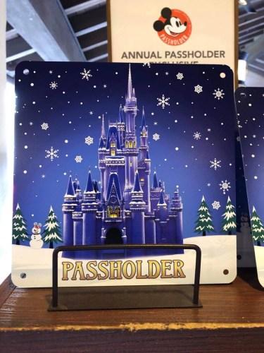 2020 Disney World Annual Passholder Holiday Christmas Castle Sweatshirt L Large