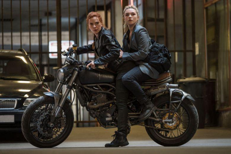 Escena de la Viuda Negra de Marvel con Scarlett Johansson y Florence Pugh