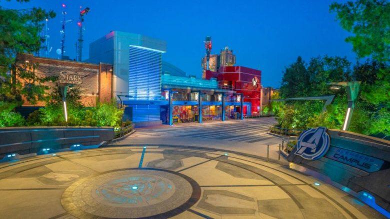 Entrada a Avengers Campus el mundo temático de Avengers en Disney California Adventure