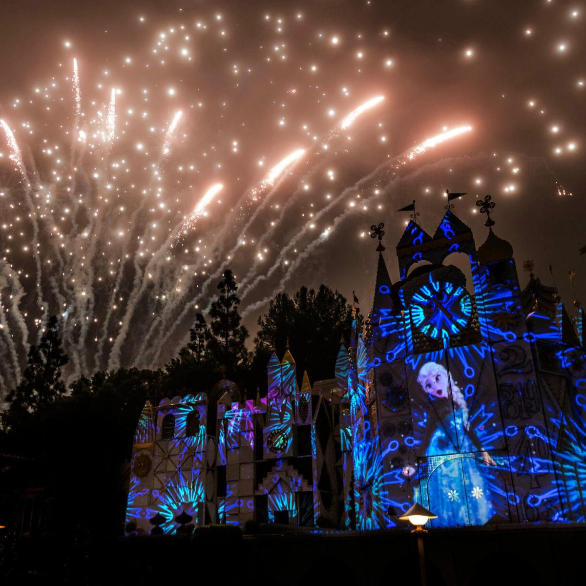 fuegos artificiales Mickey Mix Magic de Disneylandia, escena de Frozen