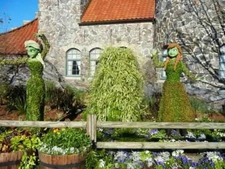 Frozen Elsa Anna Topiary Epcot
