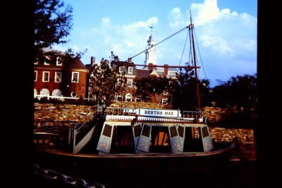 Mike Fink Keel Boats – Extinct Disney World