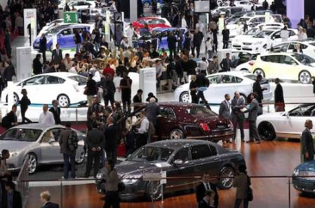 General view on media day at the Paris Mondial de l'Automobile October 1, 2010. The Paris Auto show opens its doors to the public from October 2 to October 17. REUTERS/Jacky Naegelen (FRANCE - Tags: TRANSPORT BUSINESS)