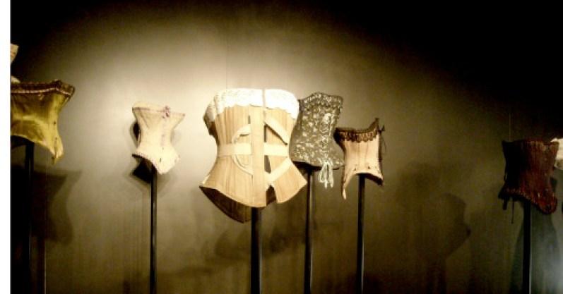 Exposition Secrets Nuits de Satin Corsets