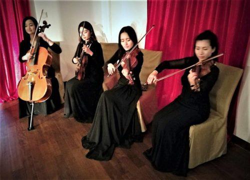 Exposition lingerie corset Shanghai Nuits de Satin Vernissage Orchestre