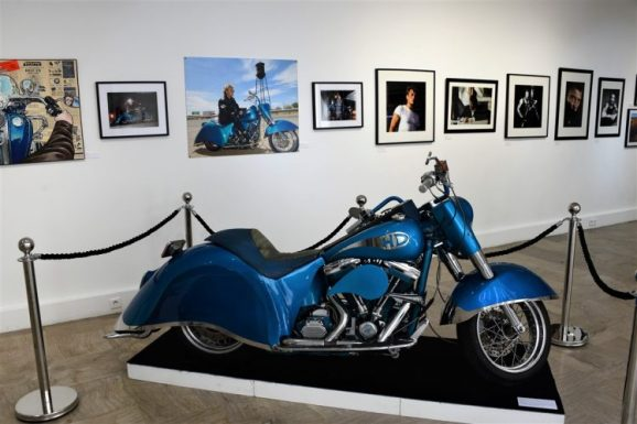 Exposition Johnny Hallyday Moto Harley Davidson Laura Eyes