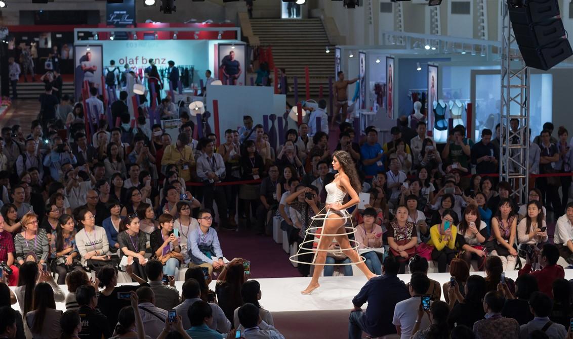 19 Fashion show-Shanghai-Lingerie-vintage-Mode City
