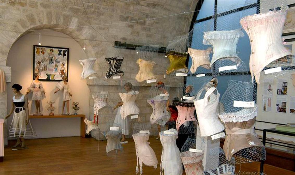 25 Viaduc des arts-Exposition lingerie-vintage-corsets.