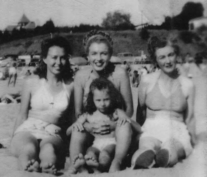 Marilyn 1946 aout à la plage en famille