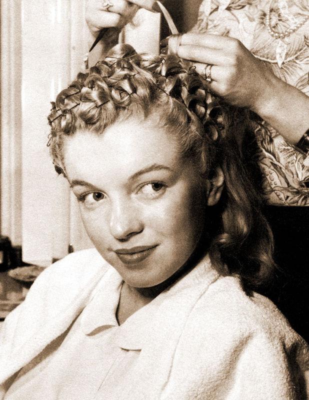Norma Jeane en 1946, coiffure pour la Fox