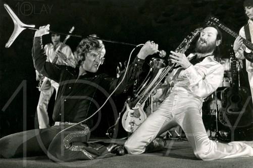 1976 Johnny Hallyday-Display-productions.com--Saxo-Scene