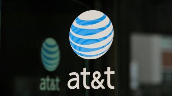 AT&T loses video subscribers, drags industry shares down