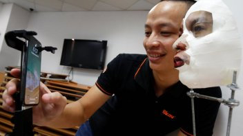 Researcher in Vietnam demonstrates how to hack Face ID