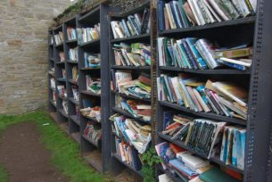 English: Books in Hay on Wye Outside the castl...