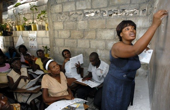 Cuba lidera América Latina en alfabetización