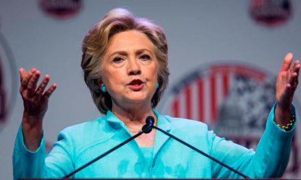 Clinton dio su mayor rueda de prensa a cientos de periodistas latinos y afroamericanos