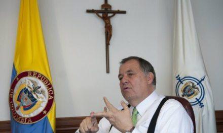 Good bye, Monseñor Ordoñez. Perfil breve de uno de los políticos más polémicos de Colombia