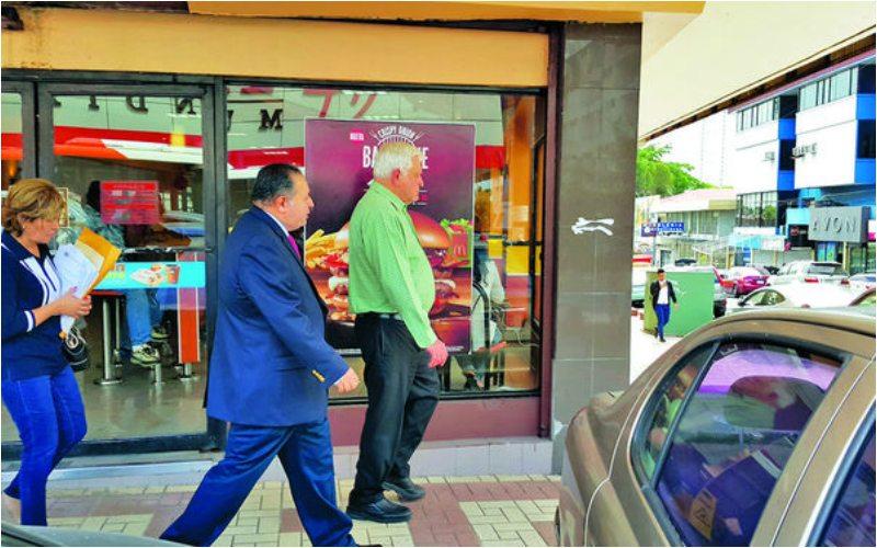 Mario Martinelli y su abogado.