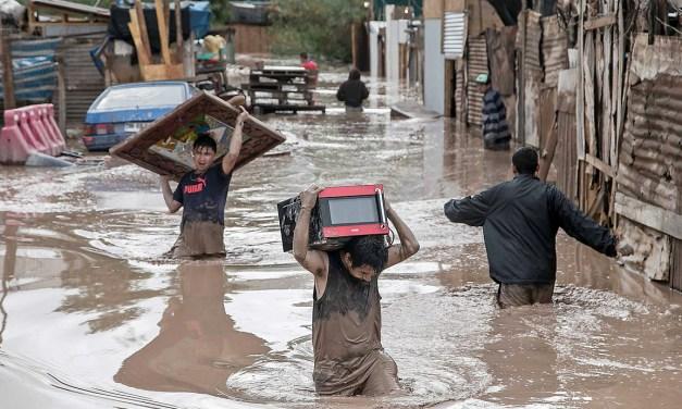 Perú: entre la solidaridad por las inundaciones y el lodo de la política