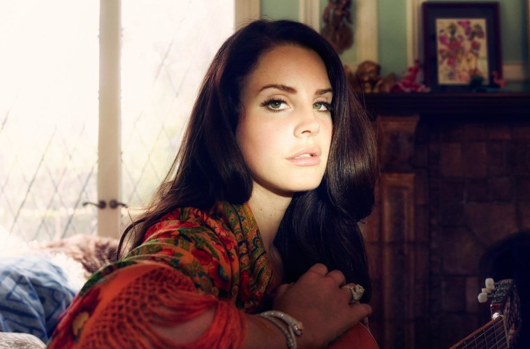 lana-del-rey-photoshoot-middle-size_Songwriter_Guitar