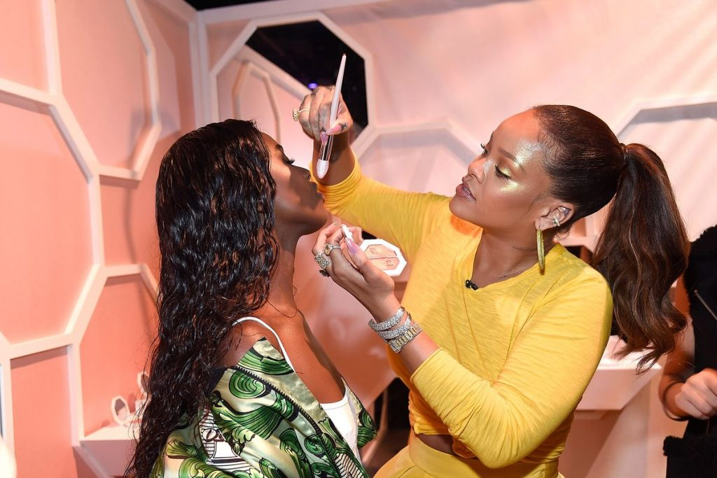 Rihanna applying make up_make up artist_Fenty Beauty