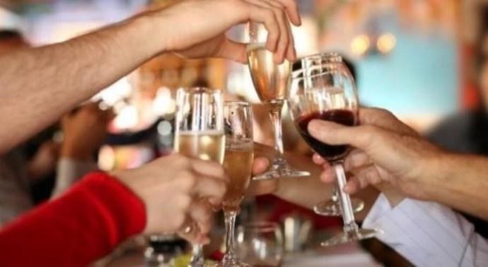 Españoles tomaron más bebidas alcohólicas que el promedio europeo
