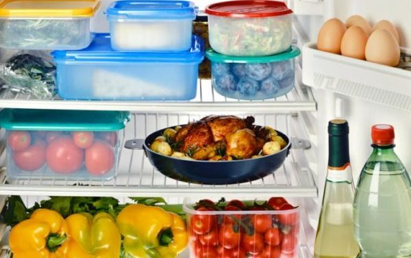 ¿Cómo debemos ubicar los alimentos en la nevera?