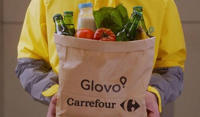 Glovo ya está repartiendo pedidos de Carrefour en Madrid y Barcelona