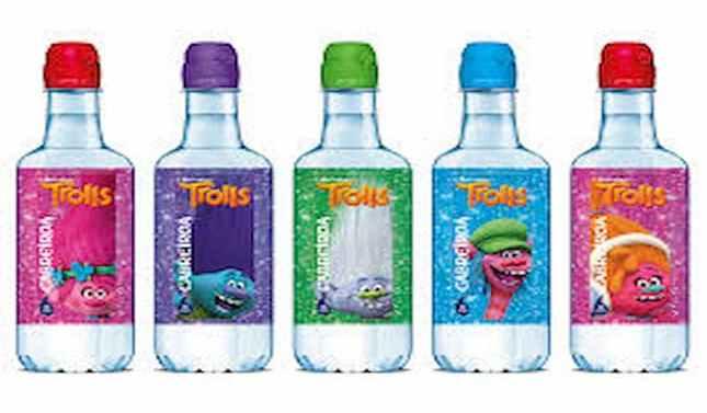 Los Trolls vuelven con las botellas de Cabreiroá