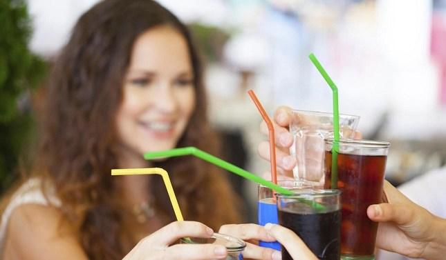 Las bebidas refrescantes reducen su azúcar en un 38% en la última década