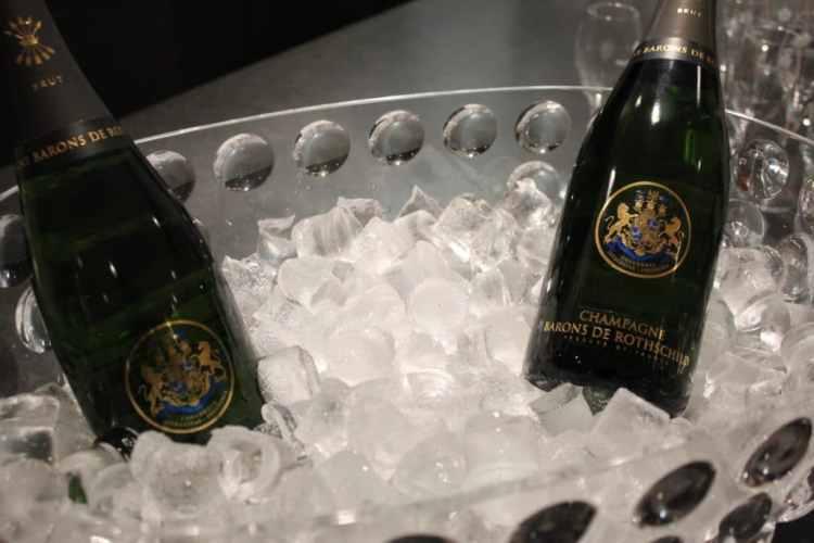 afterwork caviar et champagne barons de rotschild, sofitel lyon, art et gastronomie, soirée origiale, soirée entre amis lyon, sortie caviar lyon, sortie gastronomique lyon, initiation caviar lyon, boutique en ligne caviar lyon, livraison caviar lyon