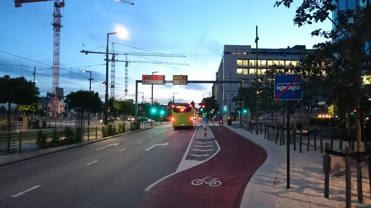 Longest day of the Year 2016 - Dronning Eufemias gate is still under construction. But buslanes and biking lanes seems to be completed
