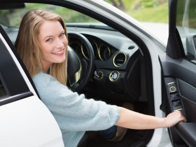 női autó autónyitás