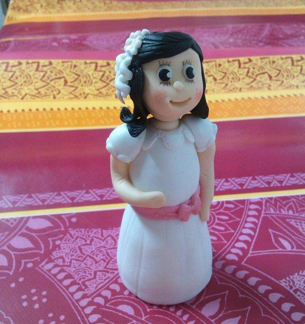 modelado fondant muñeca de comunion e1584209263751