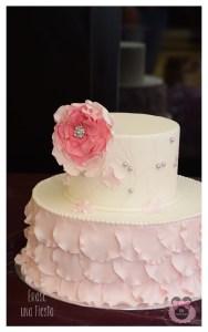Tarta de boda petalos rosa
