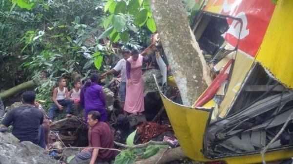 Bus rombongan pengantin dari Aceh Besar terbalik di Seulawah | IST/Serambinews.com