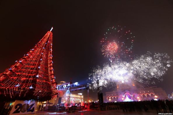 Armenia -- Festive Fireworks on New Year's Eve in Yerevan's Republic Square, 01Jan2014