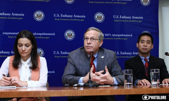 US Consul Frank Tu presented the details of new US visa regime to Armenia in US Embassy in Armenia