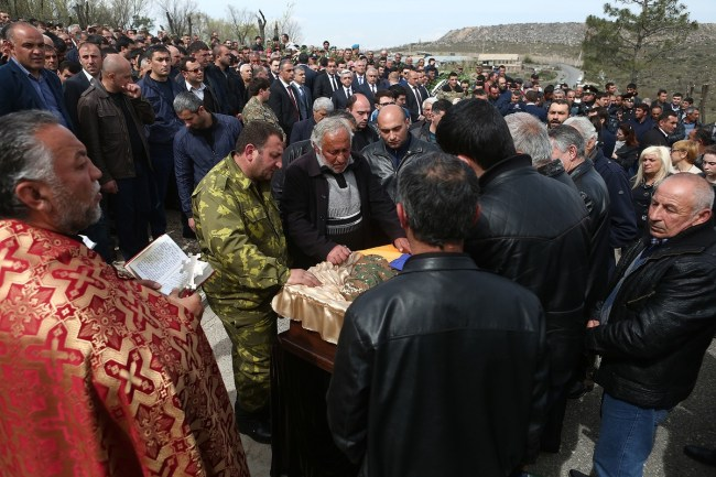 Armenia -- Funeral services of Private Sasoun Mkrtchian – a contract serviceman, scout-gunner who fell during the clashes at the Nagorno Karabakh contact line, Yerablur, Yerevan, 05Apr2016