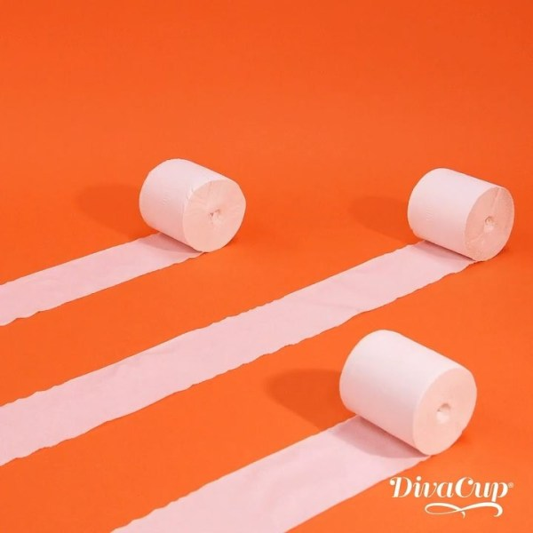 DivaCup Testimonials - La sustancia química que provoca cólicos también presiona y contrae los suaves músculos intestinales, por eso a veces sientes la necesidad urgente de ir al baño... otra vez. No te preocupes, no tienes que quitarte tu DivaCup para ir al baño.