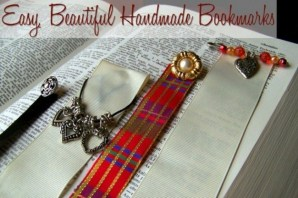 Need a really special (but really cheap) gift idea? Turn your mismatched jewelry, buttons and ribbon scraps into beautiful bookmarks. Such an easy, fast and fun craft.