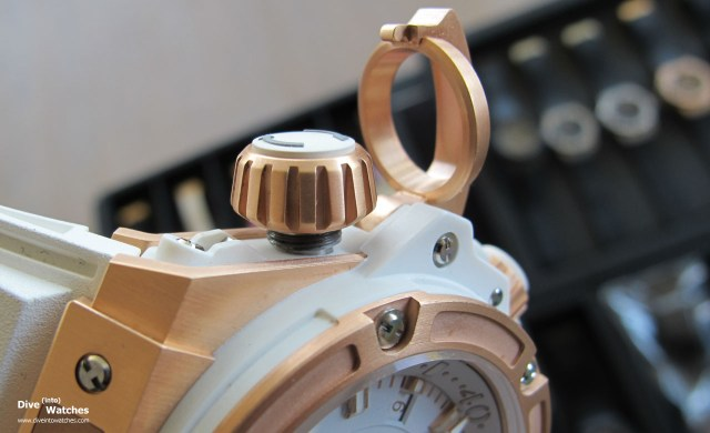 Hublot_King_Power_Oceanographic_4000_Gold_Bezel_Crown