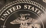 "Close-Up: Die Gehäusebodengravur ""Semper Fidelis"" (immer treu) des US Marines Corps"