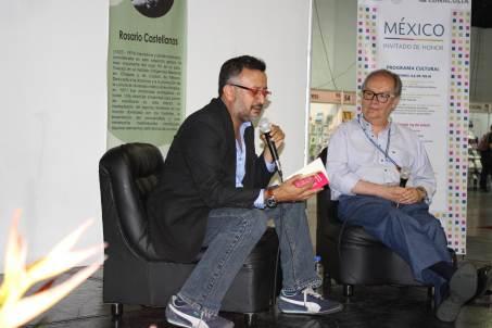 Álvaro Uribe (México) y Javier Payeras (Guatemala) ofrecieron una charla sobre el autor dentro de las actividades de la Feria. Foto: Conaculta/Divergente.info