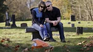 O filho de Linda e Rob Robertson morreu de overdose em 2009, aos 20 anos  Foto: Elaine Thompson / AP